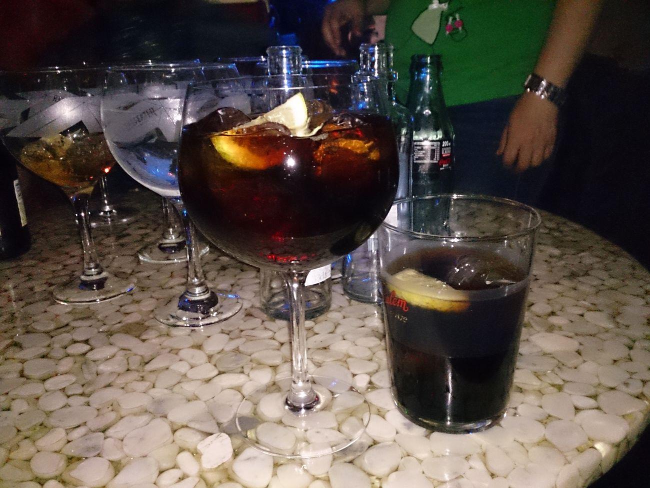 Saliendo un poco de Fiesta y tomando unos Cubatas en las Fiestas Del Pilar de Zaragoza