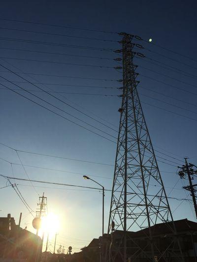 鉄塔 Steel Tower  Pylon 電線 Electric Wire 太陽 Sun