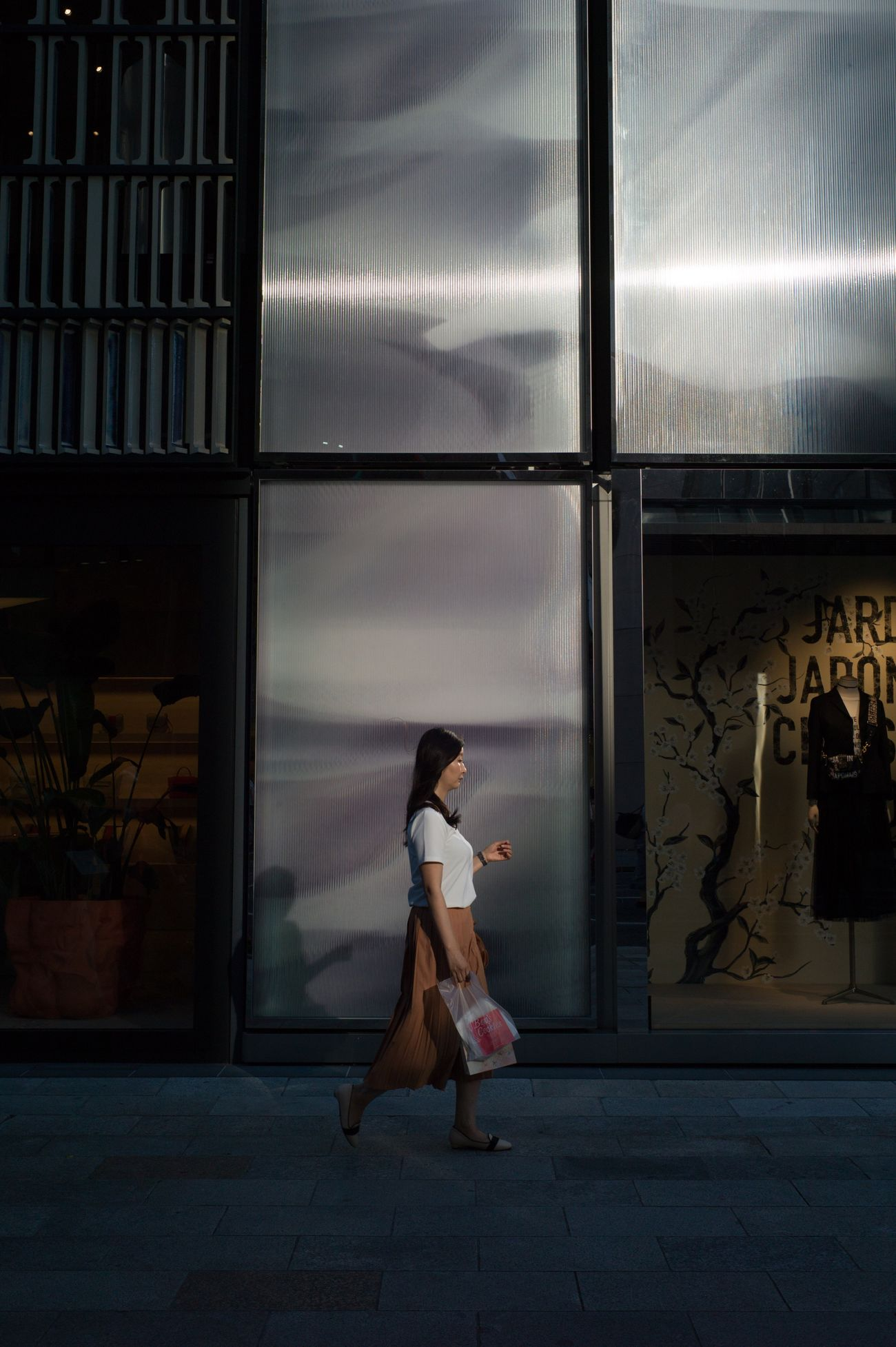 Streetphotography Colors Street Photography Tokyo Street Photography 35mm People Light And Shadow Women Capture The Moment EyeEm Best Shots Leicacamera The Street Photographer - 2017 EyeEm Awards