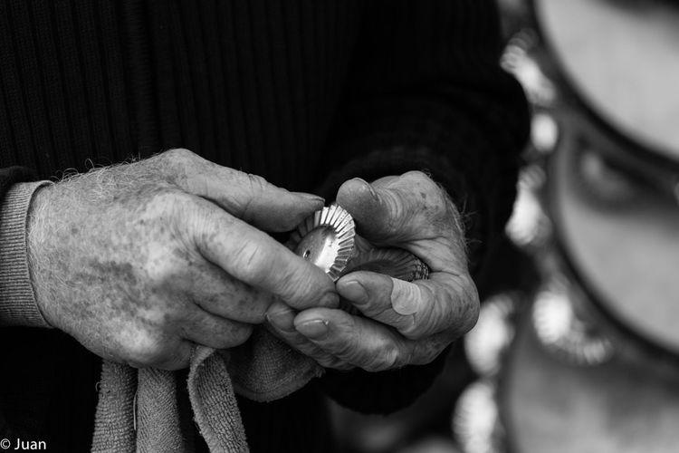 People Human Hand One Person Old Man Black & White Blackandwhite Photography Black And White Working Hard Ferreñas The Week On EyeEm
