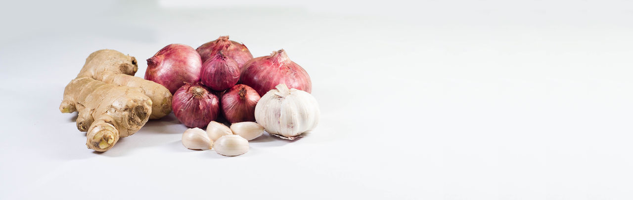 Close-up Food Food And Drink Freshness Garlic Clove Healthy Eating Indoors  No People Studio Shot White Background