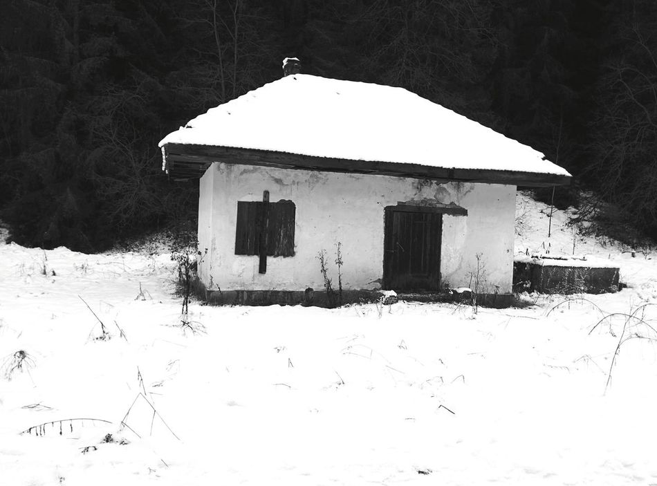 Snow No People Built Structure Nature Cold Temperature Outdoors Beauty In Nature Winter House Frozen Tranquility