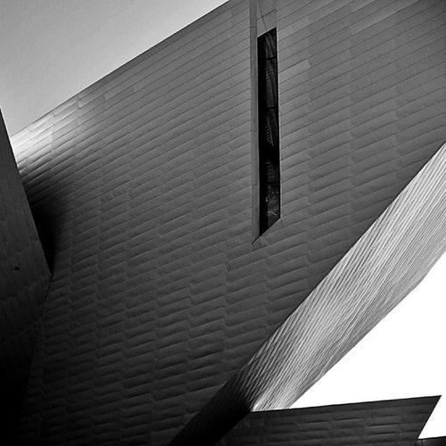 Denver Denverartmuseum Colorado Daniellibeskind titanium art d.a.m. arquitectura architecture architecture_digest architecturephotography cornerarchitecture abstract museum composition perspective bnw blackandwhite monochrome