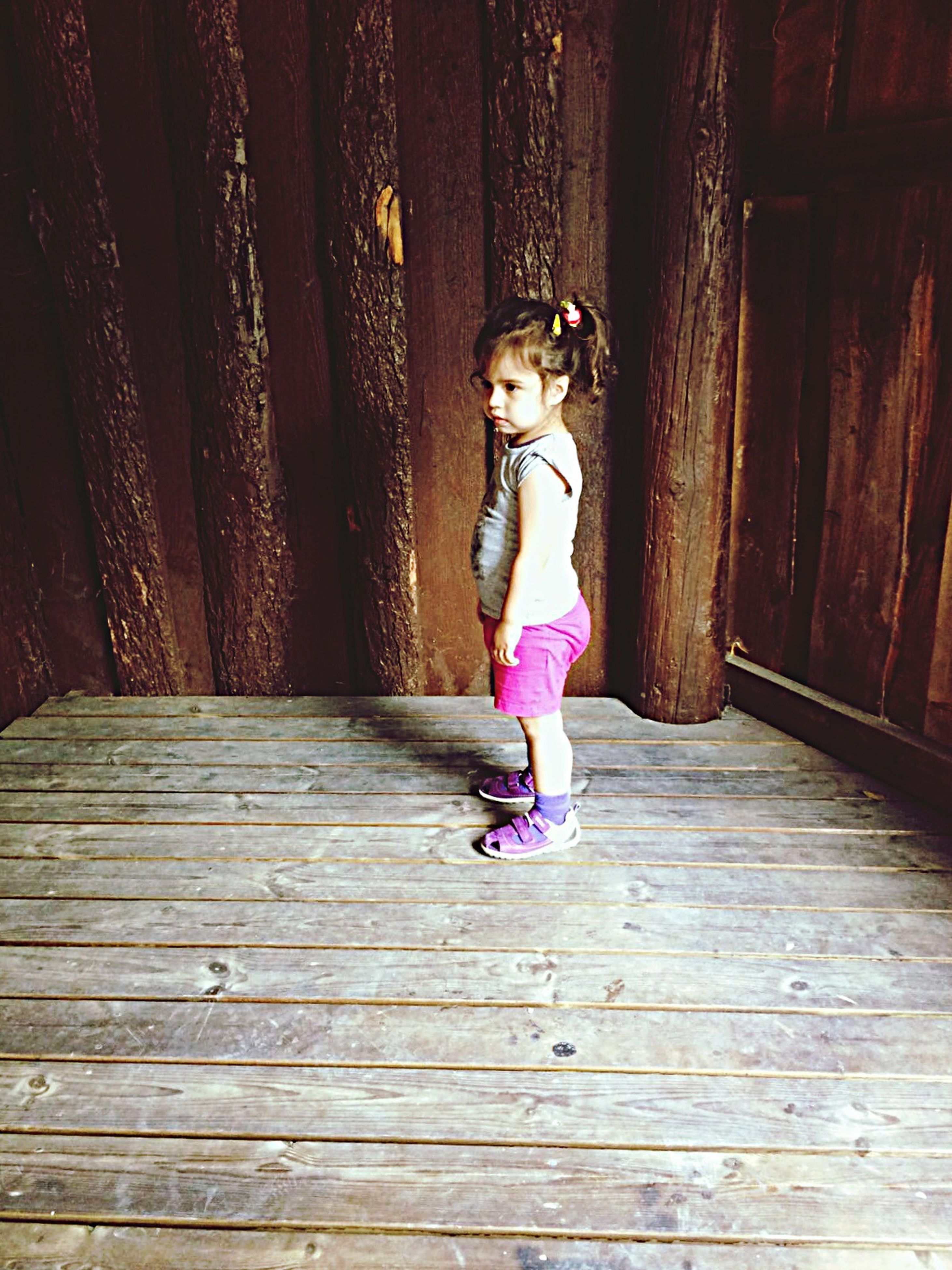 wood - material, full length, lifestyles, casual clothing, leisure activity, wooden, person, outdoors, young adult, pink color, boardwalk