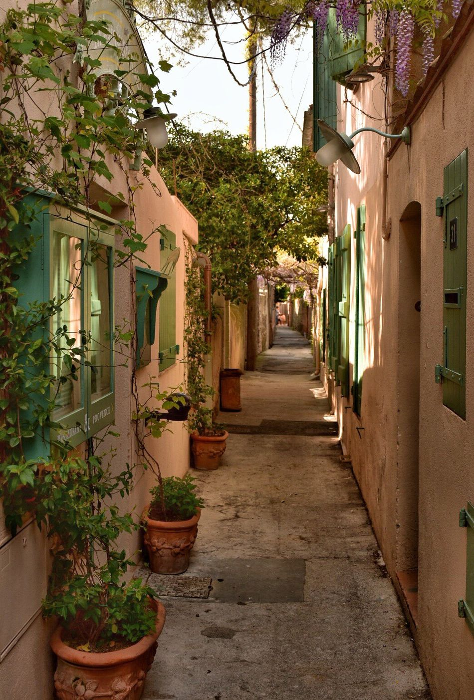Beautiful narrow streets of St Tropez Architecture Building Exterior Narrow Narrow Street Street Old Old Buildings Mediterranean  Medieval Streetphotography Old House Pretty House Cobblestone Streets Terracotta Old Town The Secret Spaces