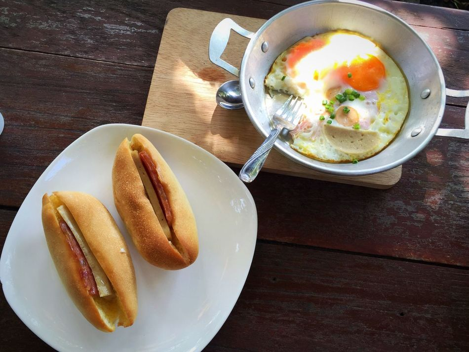 Street Food Worldwide Thai Street Food Double Egg Vietnamese Food Bread Sandwiches Asean Food Fried Egg Egg And Sandwich Pan Egg Brunch Brunch Around The World Found On The Roll Breakfast Asian Foods Asian Style Asian Street Food