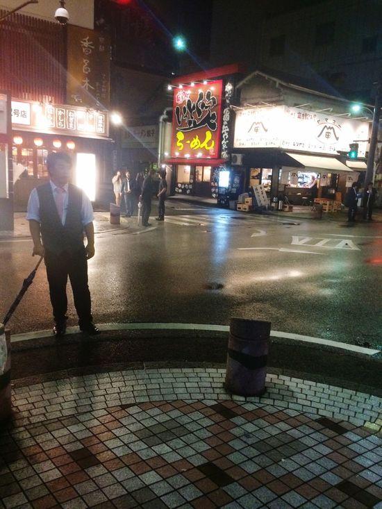 雨上がりの夜の街はなんだかさみしいね。 Sad