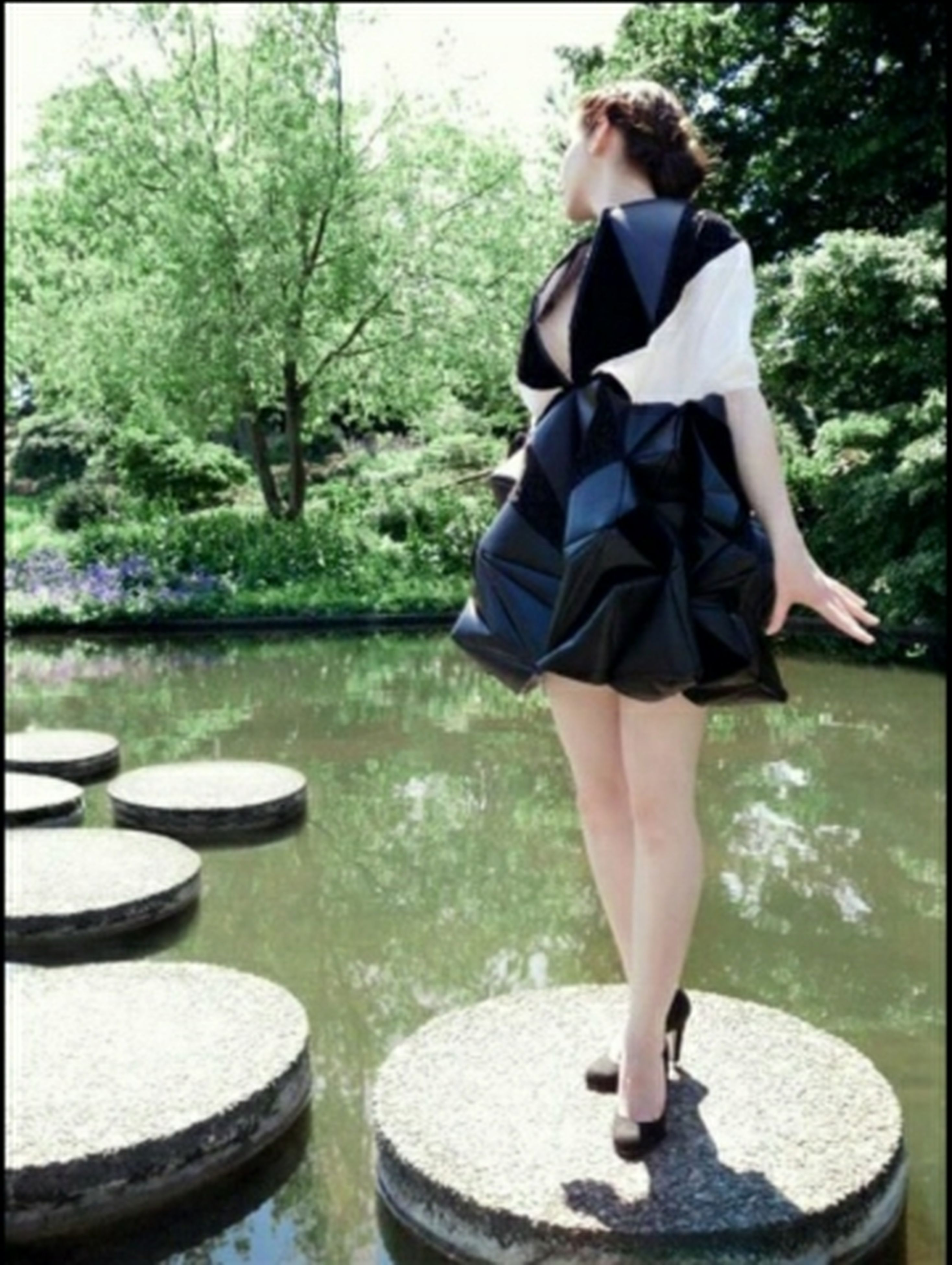 casual clothing, lifestyles, tree, standing, water, leisure activity, full length, rear view, young adult, day, outdoors, person, sitting, side view, low section, dress, young women