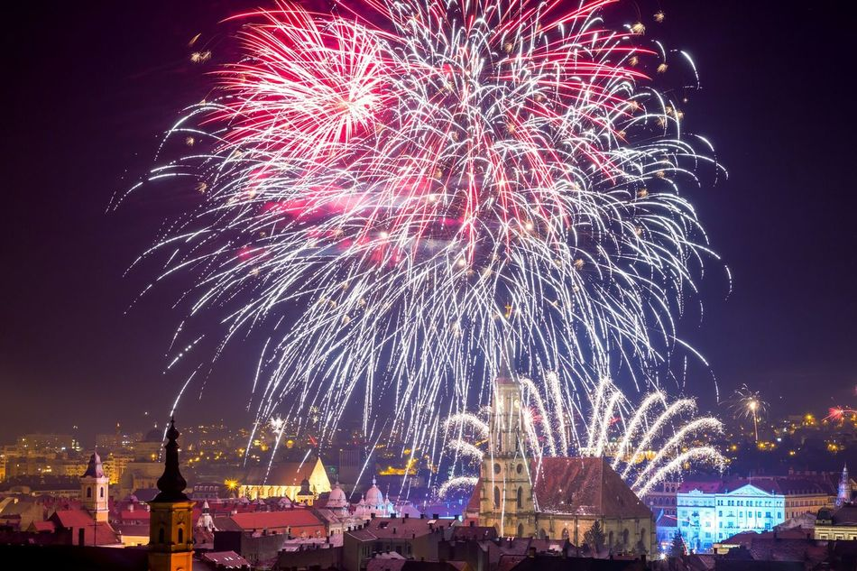 fireworks nr 2 Cluj-Napoca Cluj Fireworks Fireworksphotography New Year's Eve Fireworks Happynewyear2016 Klausenburg Cities At Night The Architect - 2016 EyeEm Awards The Great Outdoors - 2016 EyeEm Awards Feel The Journey Hidden Gems  Colour Of Life
