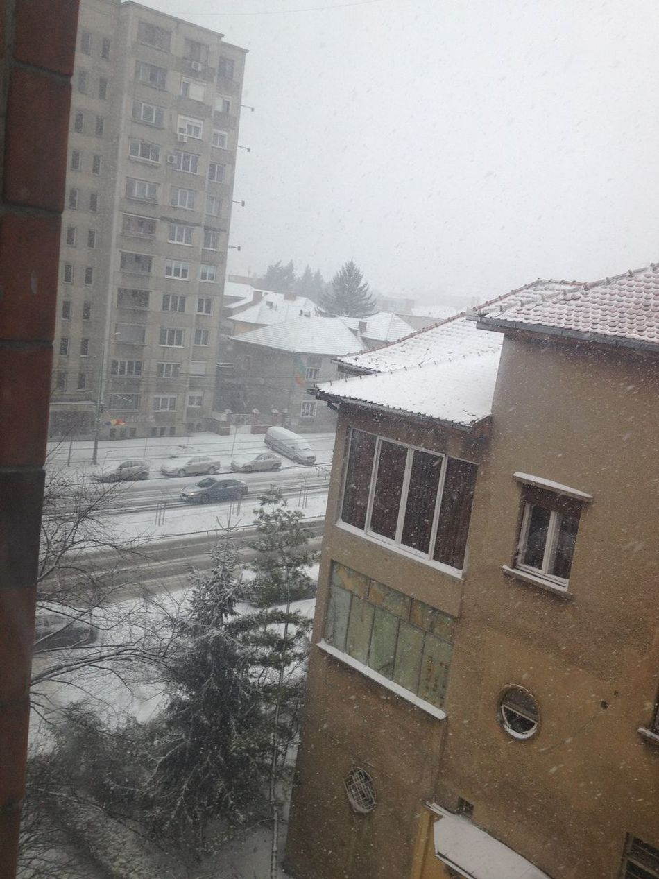 Waking up with such a view.. ??⛄️❄️⛄️❄️ #Snoow #Timisoara #Live Snow Il Neige !!! :)