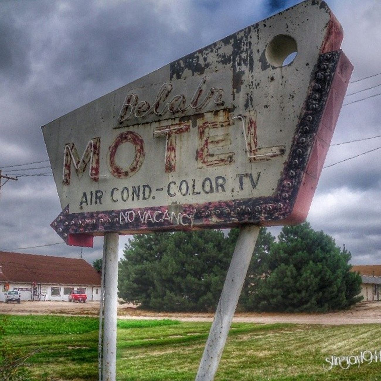 You at the Bel Air motel sign from the other side. Rous_roadsigns Signswitharrows Shutterbug_collective Signgeeks splended_shotz signporn trailblazers_rurex royalsnappingartists rsa_preciousjunk rustic_world rurex_lady grimelords_badassbabes pixoddinary ipulledoverforthis igaa bipolaroid_asylum filthyfeeds infamous_family