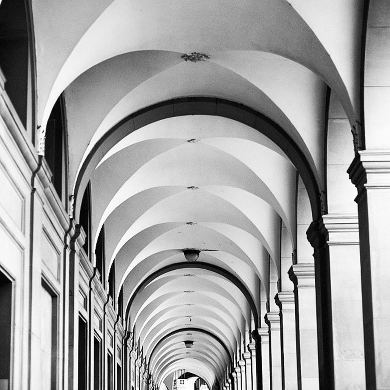 architecture, built structure, ceiling, arch, corridor, no people, indoors, architectural column, low angle view, pillar, day