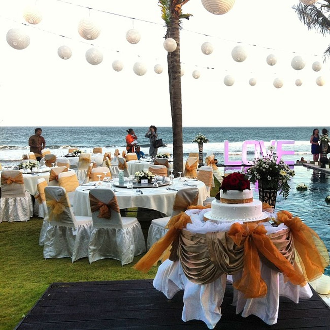 Happy Wedding Raka & Ella.. Dinner TableManner TableG Wedding Party Night Lampion Love beautiful Amazing beach Cool Brizzy