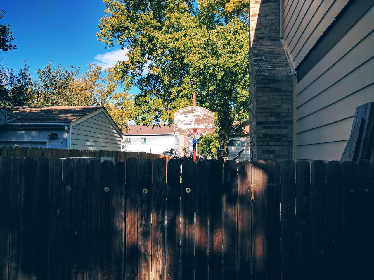 architecture, built structure, building exterior, tree, house, outdoors, day, no people, roof, sky, nature, tiled roof