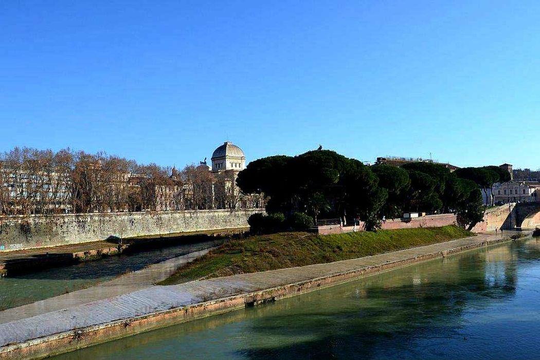 Isolatiberina Tevere Roma