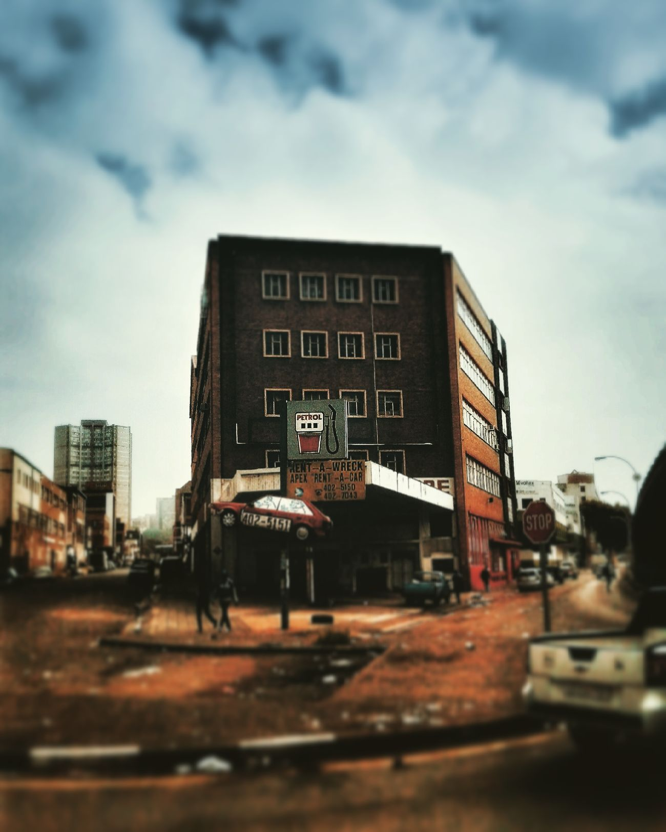 1pm in Johannesburg 18/03/16 - Wealth Discrepancy Taking Photos Hello World PhonePhotography Southafrica Eye Em A Traveller 16Prep IdentityTrip OpenEdit Historical Sights Streetphotography