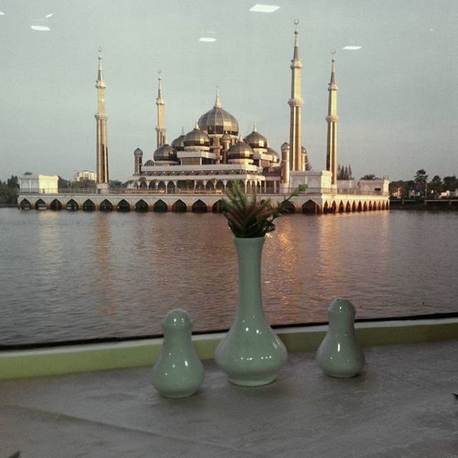 we are always the winner..🎇🎆👍 . . Eidmubarak SelamatHariRaya Syawal Mosque Masjidkristal Maafzahirbatin Igphotoworld Freedomthinkers Globalpixels Instadaily Ink361_asia Instamagazine_