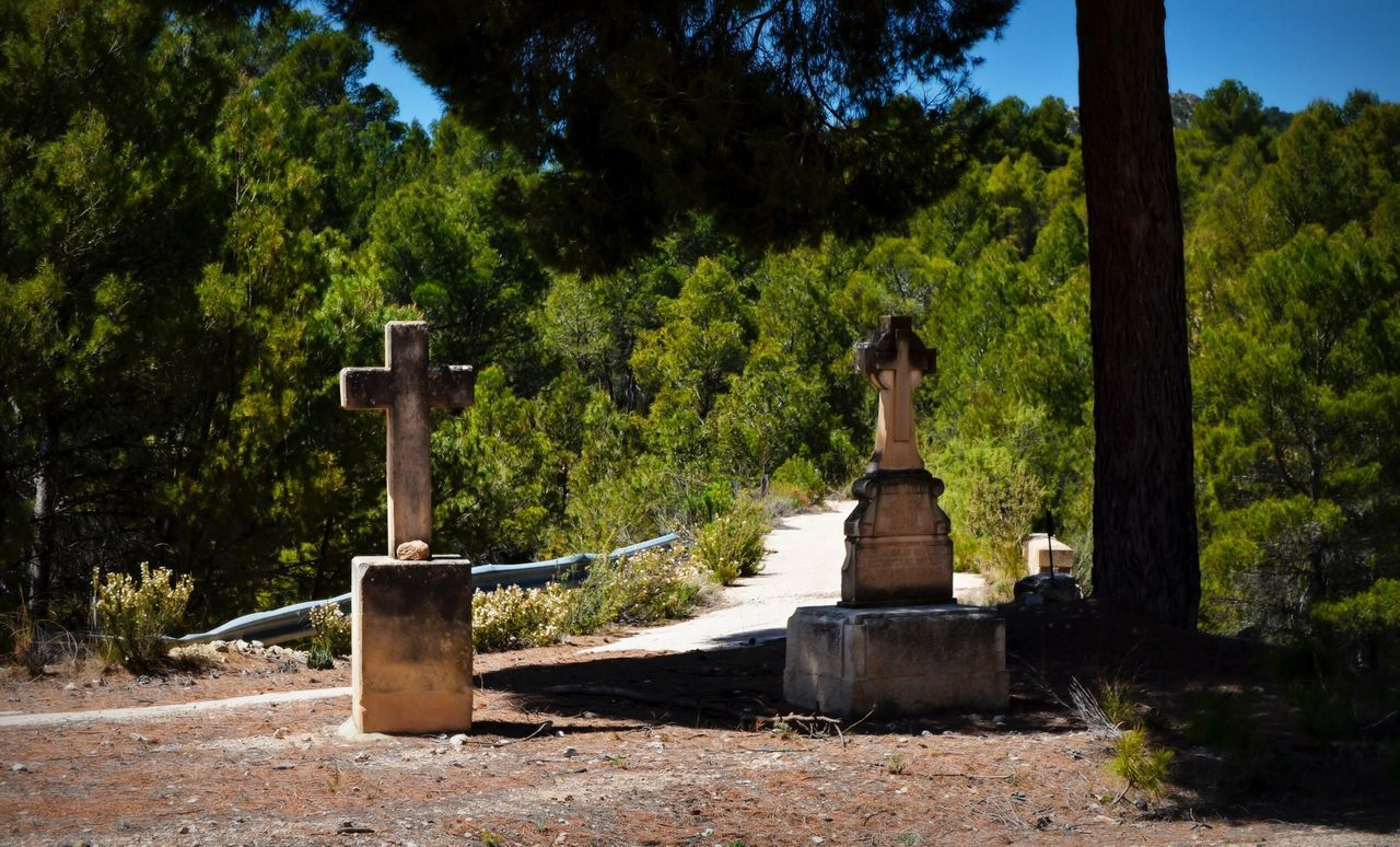 Beautiful stock photos of tombstone, Cemetery, Christianity, Cross, Day