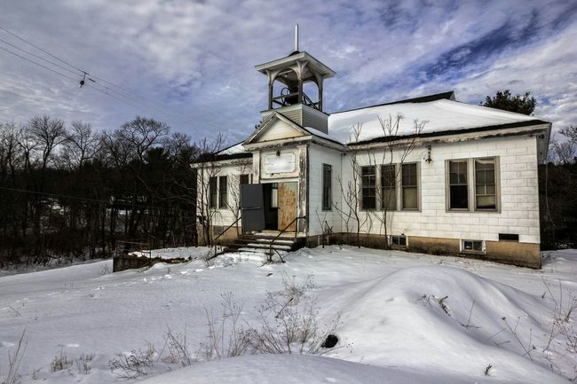 """""""If you can't explain it simply, you don't understand it well enough."""" Albert Einstein Abandoned Urbexphotography Abandoned Places Streamzoofamily Fuzed_fotos Urban Exploration Rural Decay Beautiful Decay Rural Exploration School"""