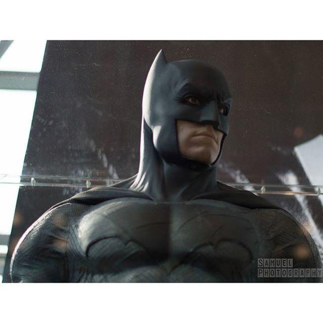batman suit at nycc Batman Darkknight Thedarkknight Benaffleck Batman Batmanvsuperman NYCC NYCC2015 Nycc15 Comiccon Newyorkcomiccon