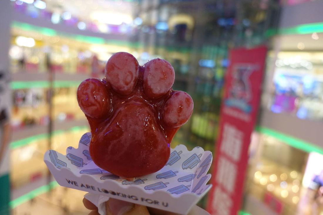 China China Photos Close-up Colorful Creativity Eisamstiel Eisessen Erdbeere Focus Focus On Foreground Ice Icecream Icecream🍦 Mall Paw Pfote Shenzhen Shenzhen.China Shopping Shopping Mall Strawberry Strawberryflavor