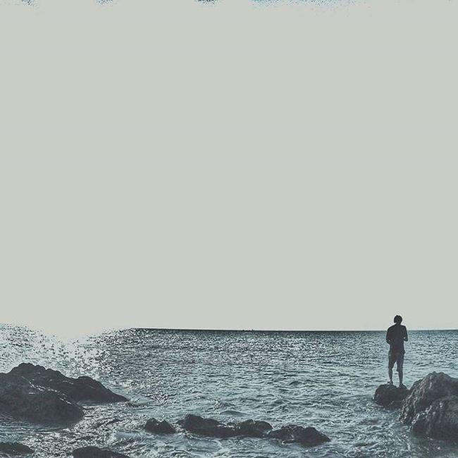 Selama musim belum bergulir Masih ada waktu untuk saling membuka diri~ Landscape Minimalpeople Minimalist Minimalism Minimalistic Lessismore Sunrise Sunset Seaside Beach Pantai INDONESIA Ifyoureadthis Commentwith Songthatfits Thepicture Gopro Mirotabeach Mirota Discoverbatam Jalanjalansore JJS Batam Explorebatam Igdumaigoestobatam wonderfulbatam indonesianadventure awesomeindonesia discoverindonesia rediscoverbatam awesomeindonesia