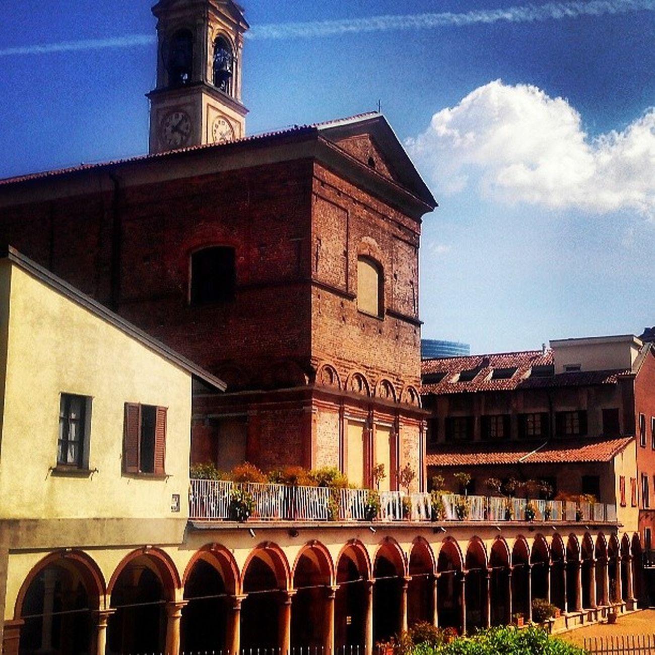Milan Milano Chiesaromananica Arte art arco colonna architettura