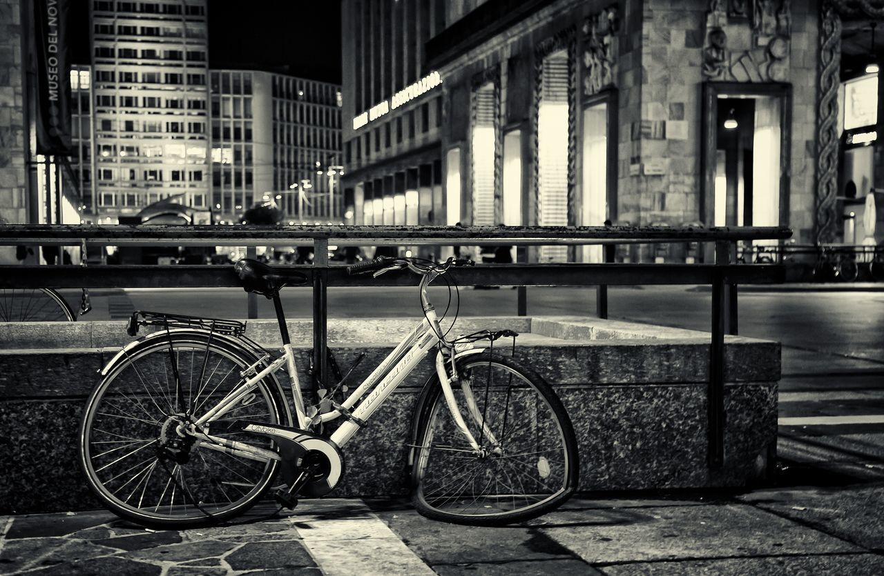 building exterior, architecture, built structure, transportation, bicycle, mode of transport, land vehicle, stationary, railing, outdoors, day, no people, city, bicycle rack