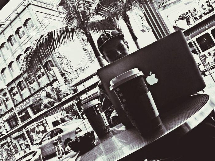 Naha-shi Coffee Creat Time My Funny Bro 国際通りのスタバで作業のお供。僕はJBLのNuのイヤホンで吉田美奈子さんのトルネードを聴きながら道行く人々と世を眺めながら珈琲をすする work is offered by Starbucks of kokusai street -- ? -- I sniffle coffee, looking at a world with people listening to music called Ms. Minako Yoshida's tornado by the earphone of Nu of JBL