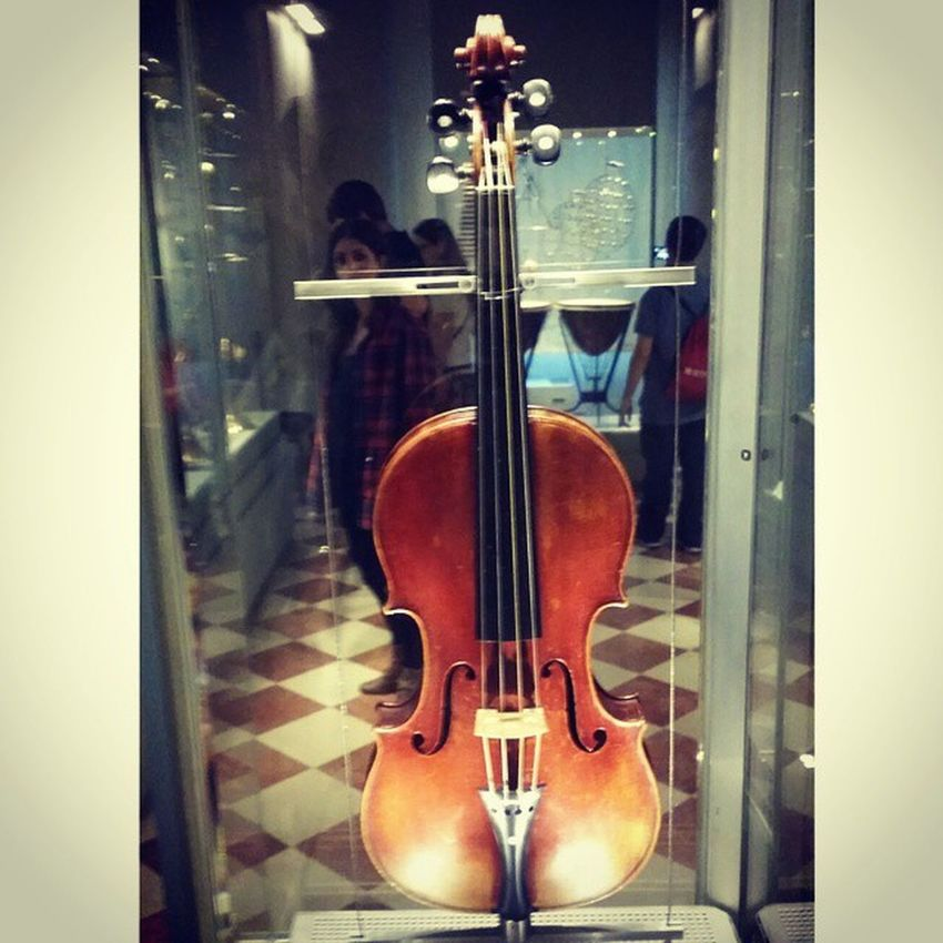 Stradivari TenorViola of the MediciQuintet 1690 by AntonioStradivari