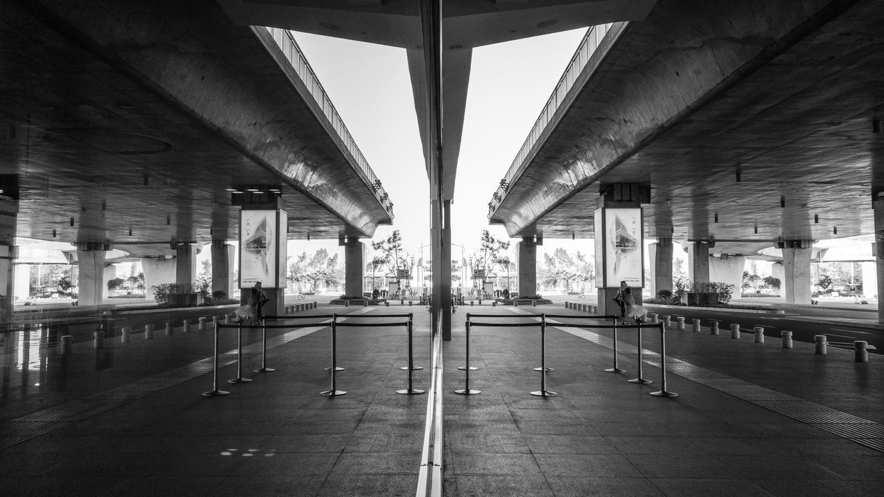 Airport Architecture Black & White Black And White Photography Built Structure City Intresting Outdoors Reflection Reflections Rx100 Street Photography Symetrical Symetricphoto Symetry Transportation Welcome To Black