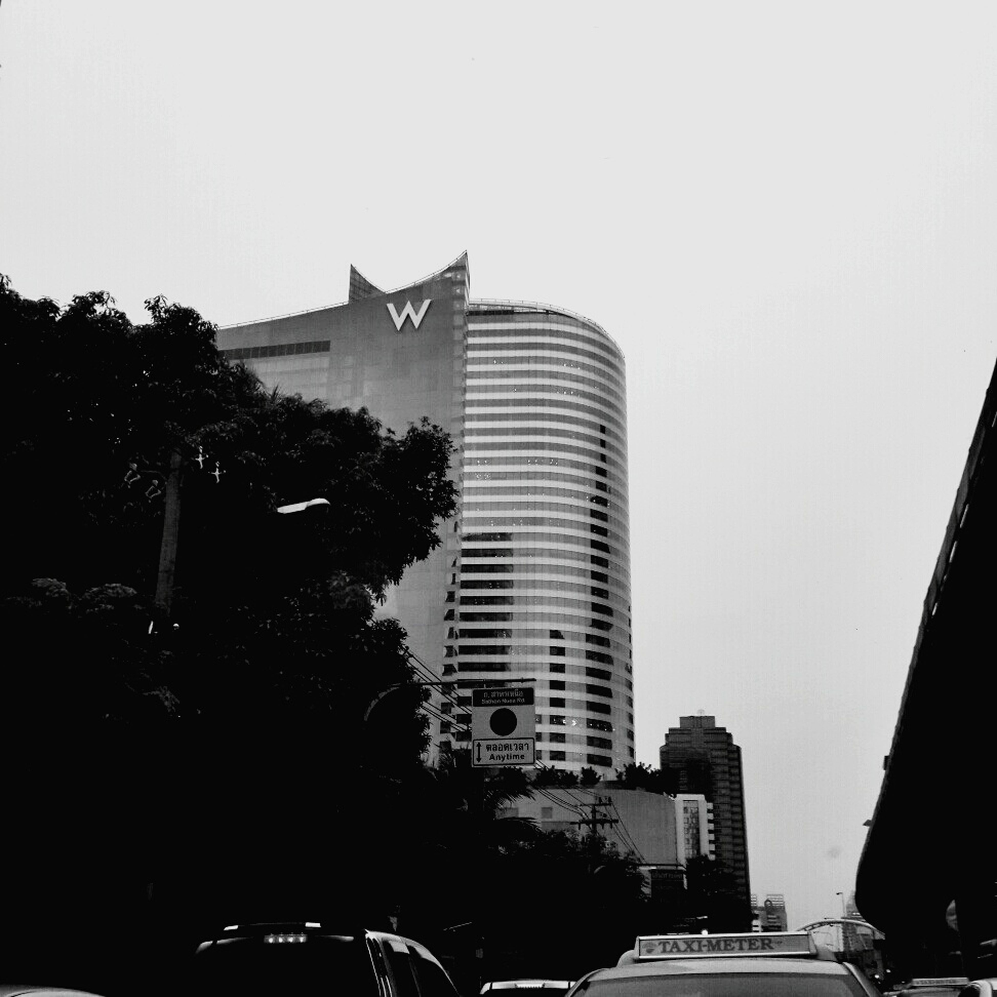 building exterior, architecture, built structure, city, skyscraper, clear sky, tall - high, tower, office building, building, modern, tree, city life, copy space, residential building, low angle view, car, cityscape, day, residential structure