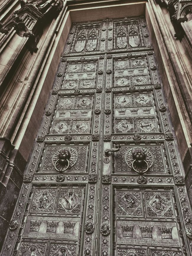 Cathedral Germany Church Worship Art Door Carving Sculpting Köln No People Architectural Feature History Entrance Geometric Shape Architecture Design Low Angle View Wanderlust Photooftheday Tourism Travel Destinations Tradition Culture Vacations Façade