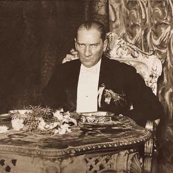 Bazi insanlarin sadece bir durusu, bakisi yeter Atatürk Türkiye 29ekim 1923 2013 cumhuriyet ekim atamizindeyiz mustafakemal