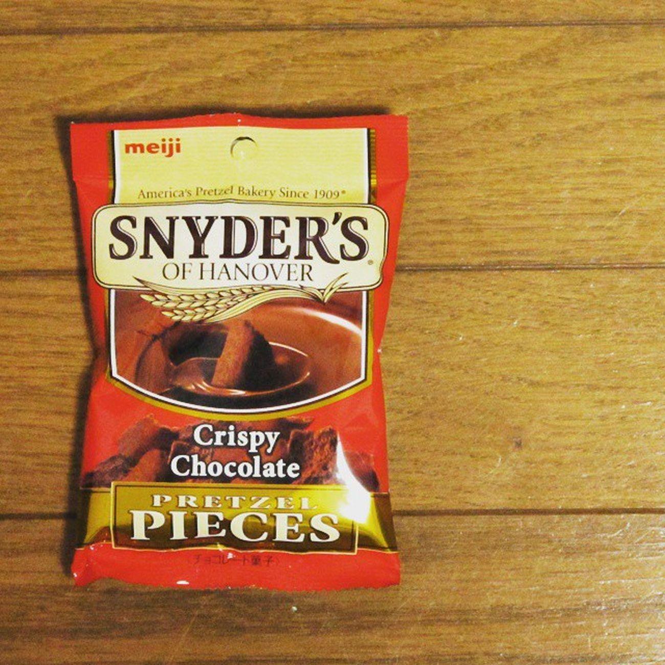 明治とスナイダーズのコラボ商品。かなり旨い。気に入りました。 Meiji 明治 Snyders Pretzel スナイダーズ