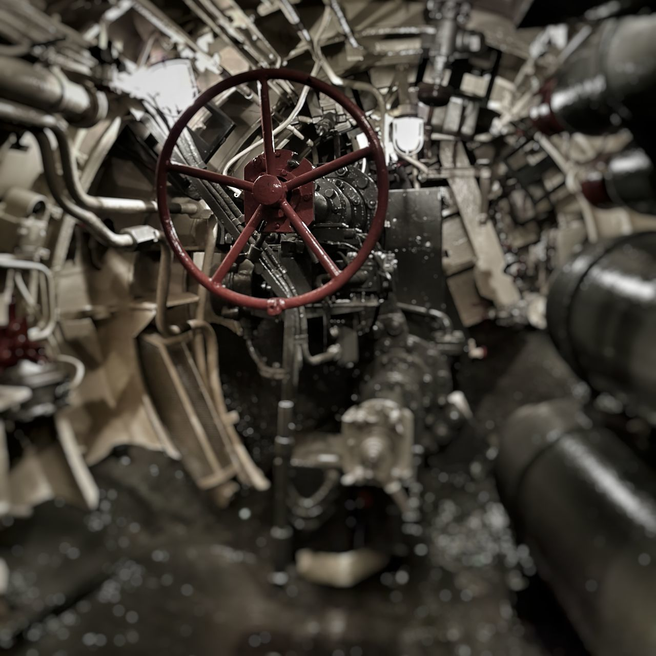 machine part, no people, selective focus, abandoned, close-up, day, outdoors