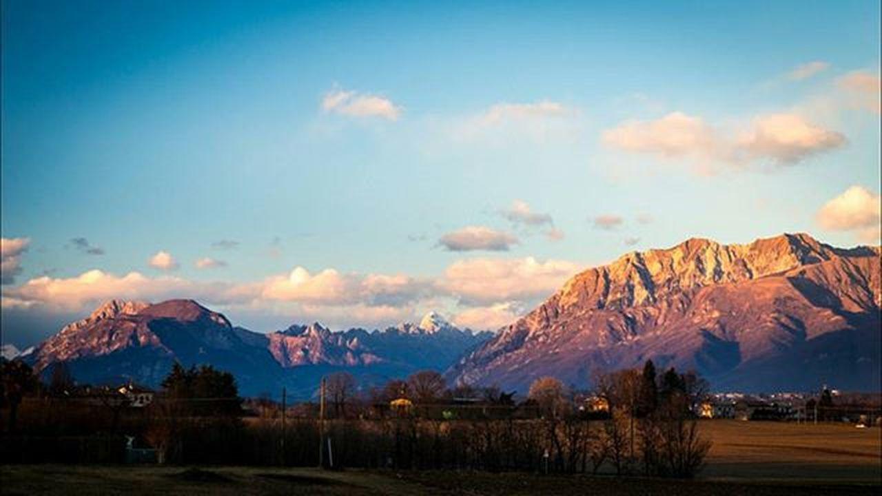 Lights of sunset Fvglive Igersfriuli Igfriends_friuli Loves_friuliveneziagiulia LOVES_UNITED_FRIULI Ig_udine Alps Alpine Peak Sunset Friuli_bestsunset Volgofvg Volgofriuliveneziagiulia Travel Outdoor Outdoorlife Winter Italy