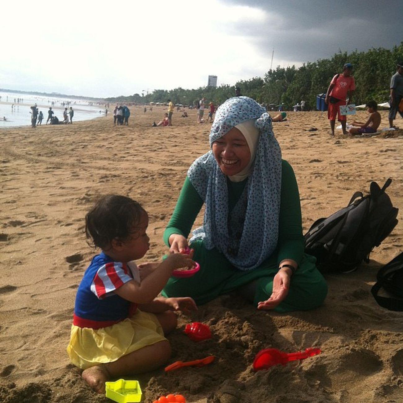 Bikin istana pasir with syahla Beach Bali Babies