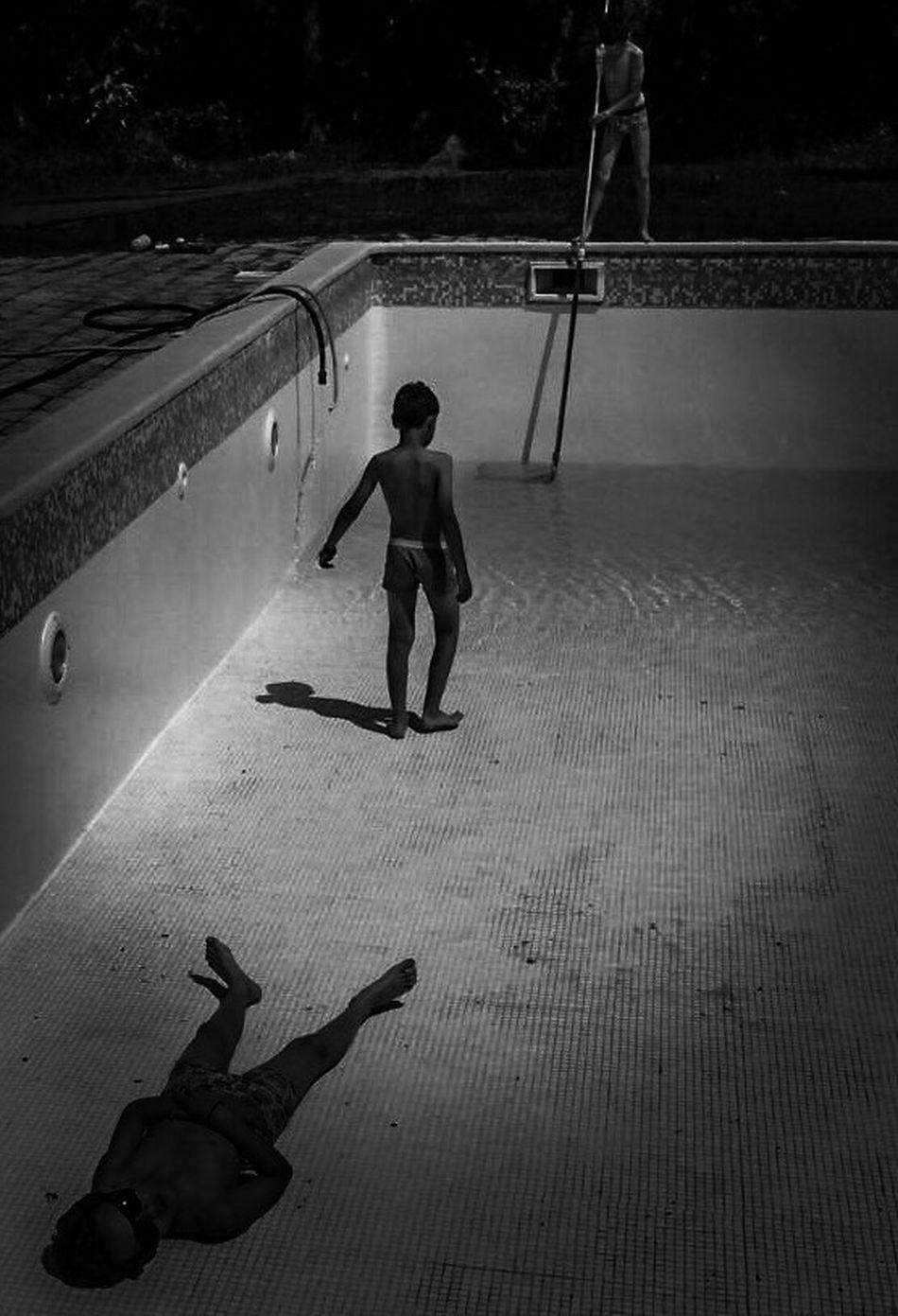 Swimming Pool Empty Places EyeEm Best Shots Black And White Photography Noir Et Blanc Enjoying Life Swimingpool Water Joke Kids Having Fun Outdoors Nettoyage De Printemps Préparer L'ete Showcase March