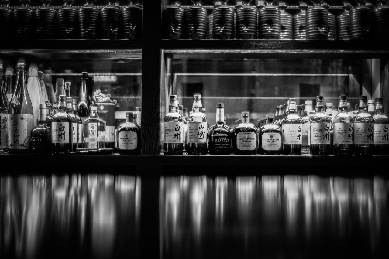 Bar Counter Discoverhongkong Leica Old_lens ILCE7M2 Walking Around Capture The Moment Taking Photos Life In Motion Hello World EyeEm Best Shots Found On The Roll Captured Moment Exploring Style From My Point Of View Urban Exploration EyeEm Gallery EyeEm Best Edits Still Life Shadows & Lights My Year My View Monochrome Sel50f14z Sonyimages Summilux Bar