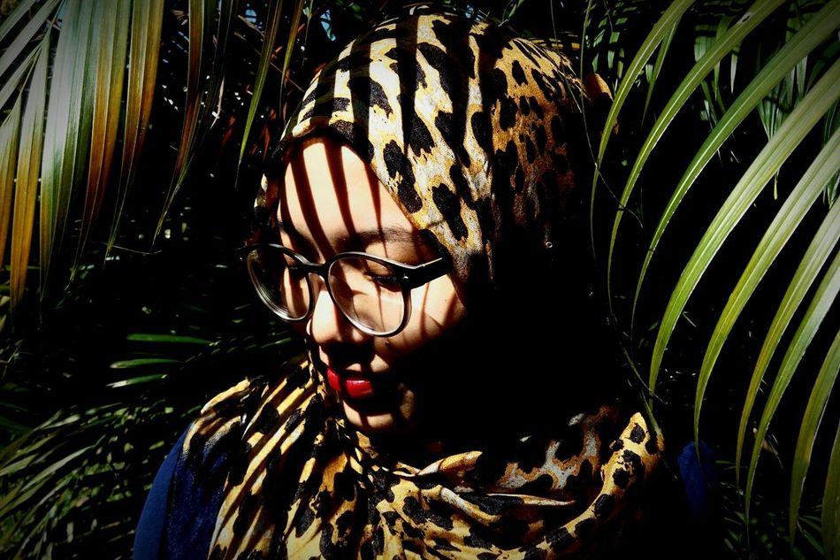 Beautiful stock photos of leopard, 20-24 Years, Day, Eyeglasses, Femininity