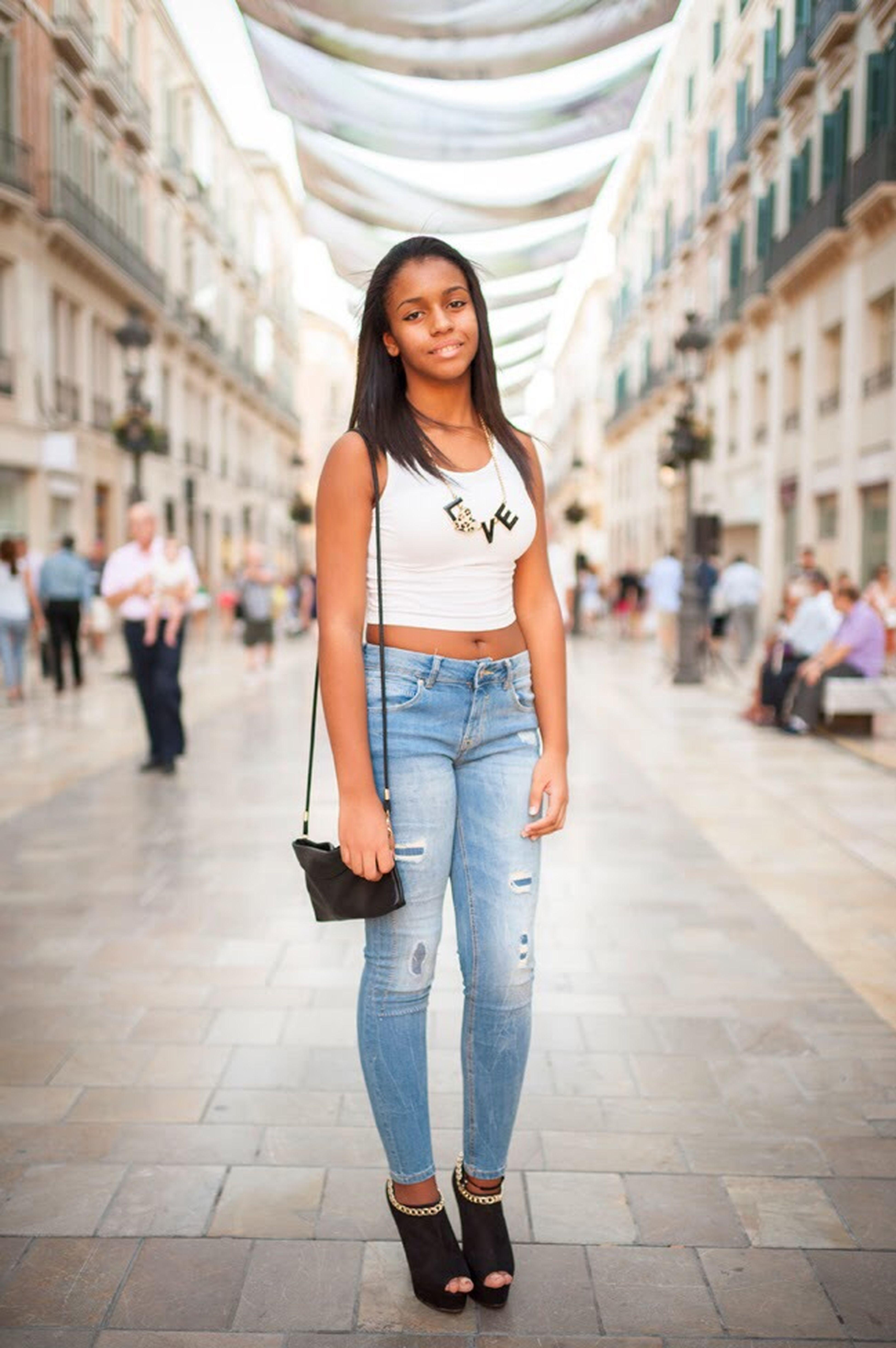 """Me llamo Tania y nací aquí en Málaga. Trabajo como modelo para la agencia y escuela de modelos Manuel Beltran, mi sueño es llegar a ser una """"Top Model"""" aunque el camino es muy duro. Málaga me encanta no me veo en otro sitio. Streetcolour Street Streetphotography Streetportrait"""