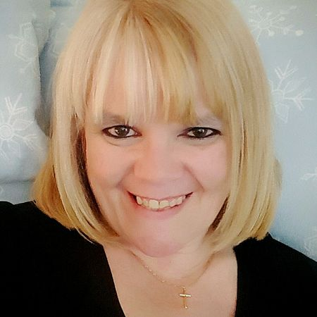 Self-portrait Looking At Camera Smiling Blond Hair Selfieoftheday Hazeleyes Cheerful Indoors  Blondiee ❤