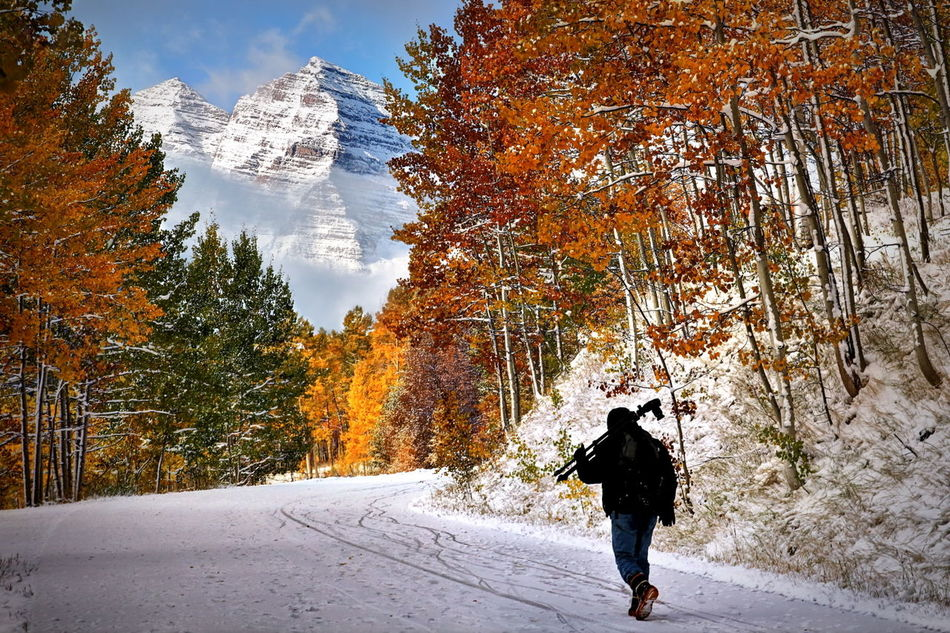 Photographer up the road - Maroon Bells, Colorado Maroonbells Aspen Hike Snow ❄ Mountains Scenic Nature Foliage Autumn🍁🍁🍁 Autumn Colors Autumn Fall Colorado Fall Colors Photographer Snow