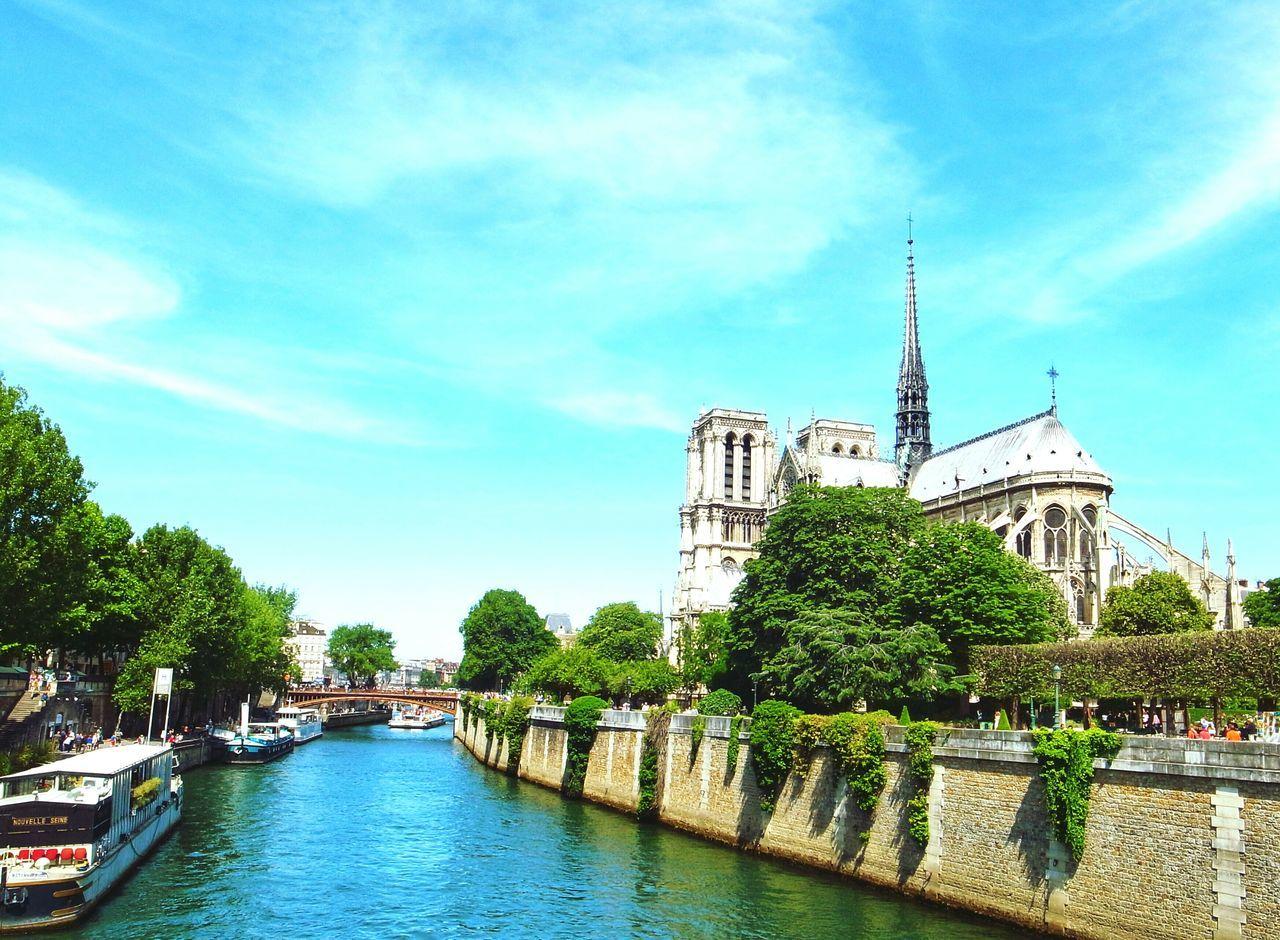 Paris Paris ❤ Paris, France  Notre-Dame Church Architecture Landmarkbuildings Landmark Cathedral Cathedralenotredame