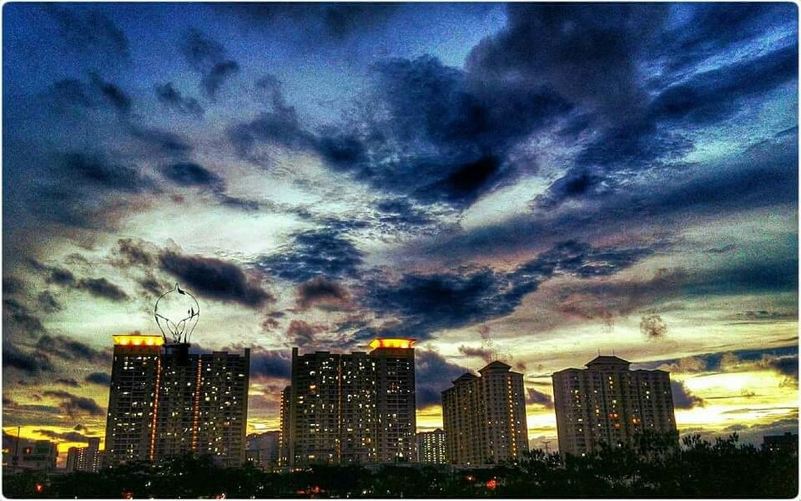 Power of Sunset Building Sunset_collection Lakeside Lake View Capture The Moment Clouds And Sky EyeEm