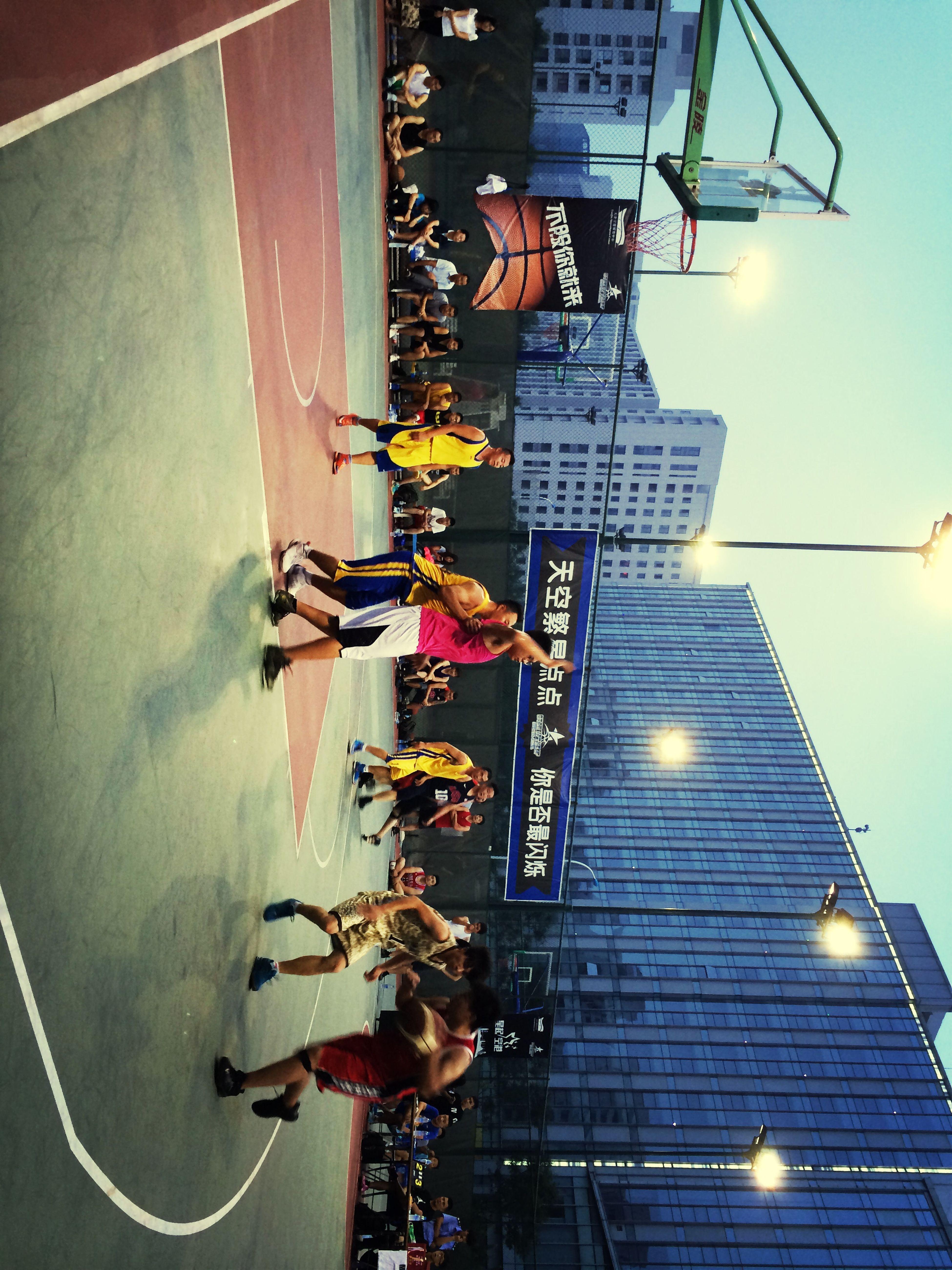 很激烈的比赛 比赛 篮球 运动 街球