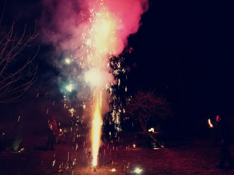 Sylvester 2017 Feuerwerk Night Power In Nature Outdoor Fun Happy New Year!