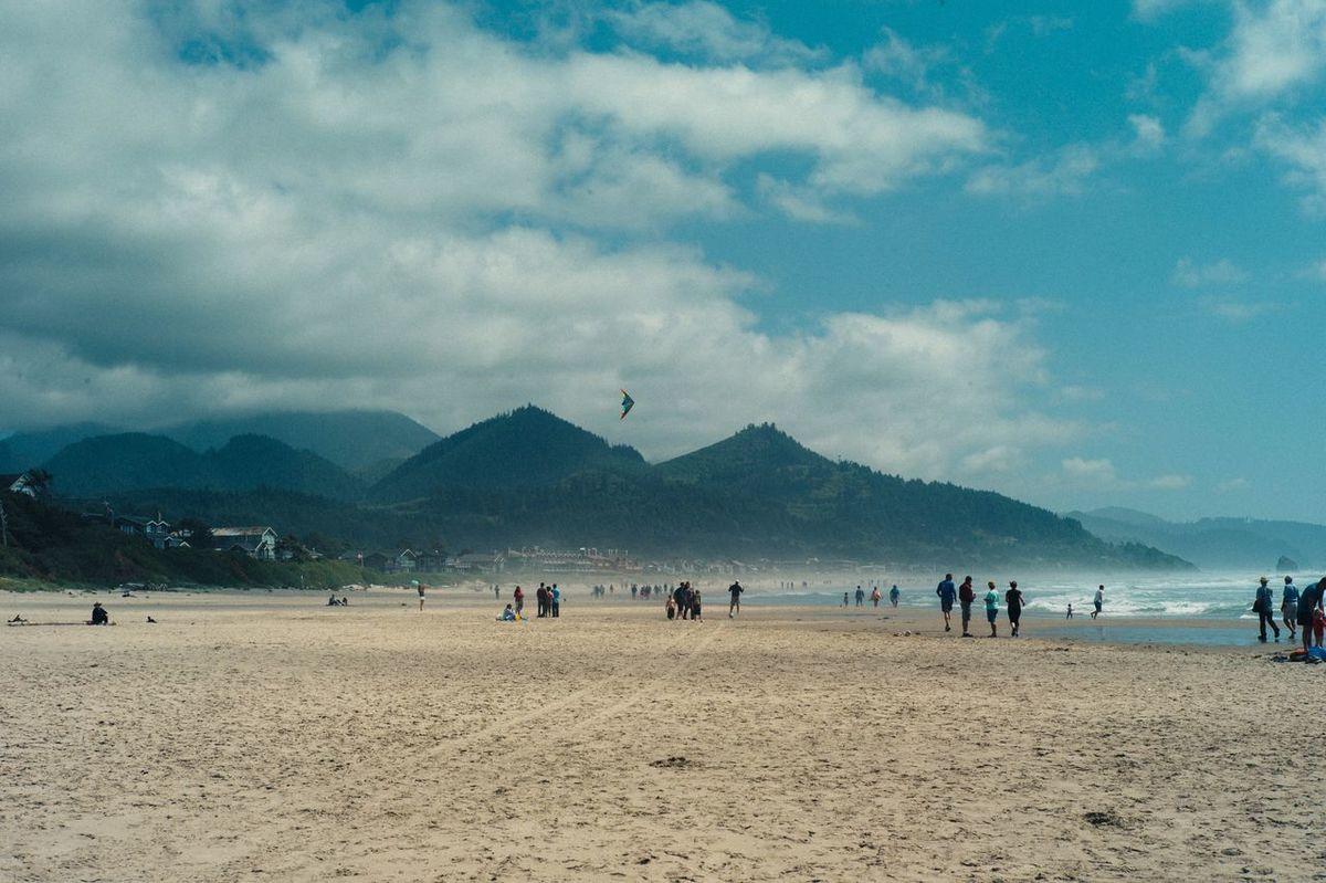 The Roll Beach Beach Life Sand Goonies Haystack Rock Cannon Beach Ocean Kite Finding New Frontiers