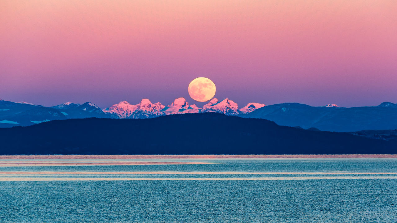 Astronomy Beauty In Nature Full Moon Hot Air Balloon Idyllic Lake Landscape Moon Moonrise Mountain Mountain Range Nature Night No People Outdoors Pacific Coast Salish Sea Scenics Silence Sky Star - Space Sunset Tranquil Scene Tranquility Water